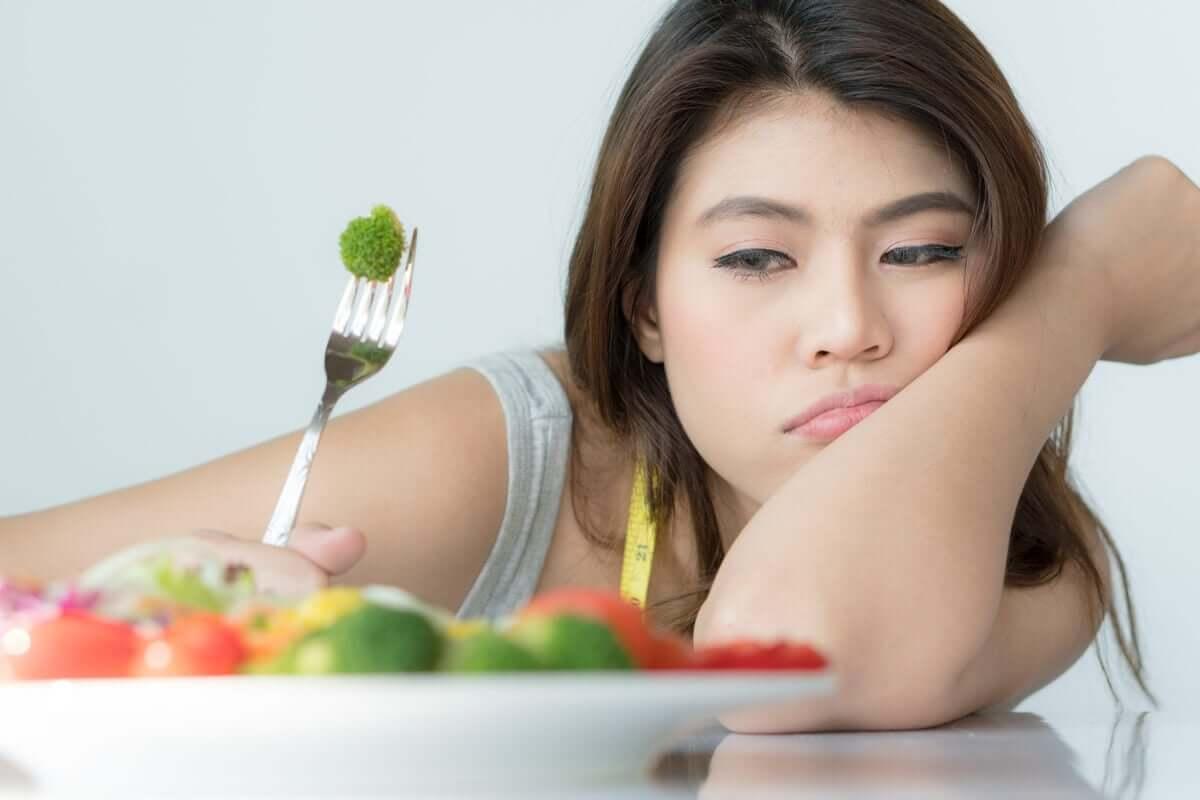 Mulher sem vontade de comer
