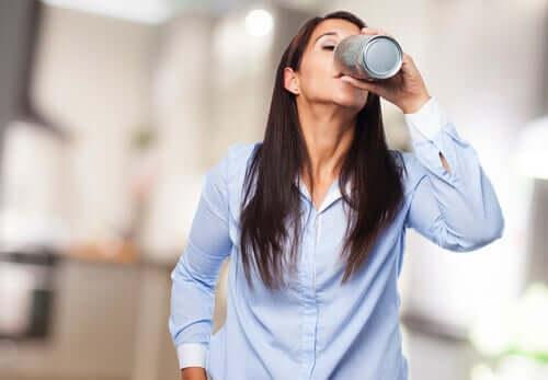 A ação das bebidas estimulantes no nosso cérebro