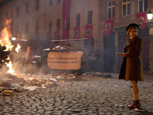 Cena do filme 'A Menina que Roubava Livros'