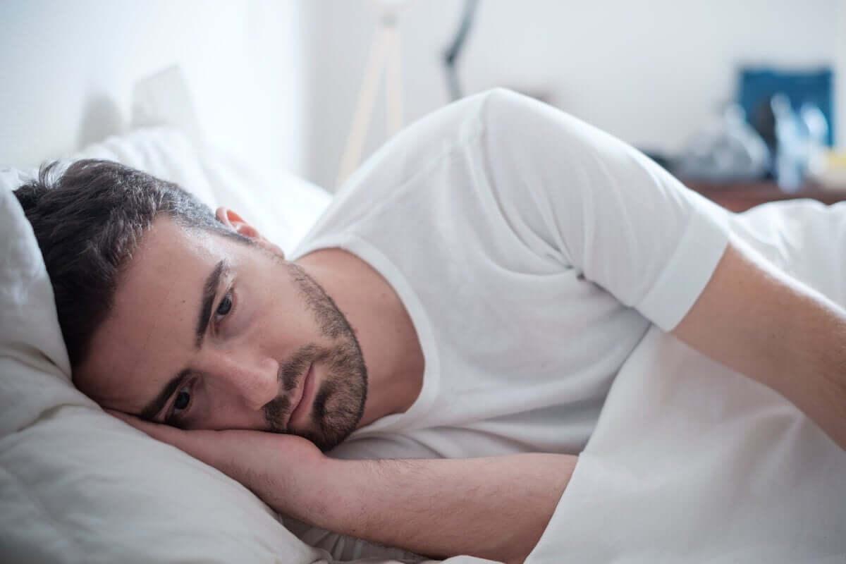 Homem que não consegue dormir