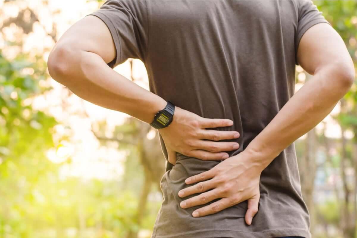 Dor nas costas na prática de exercícios