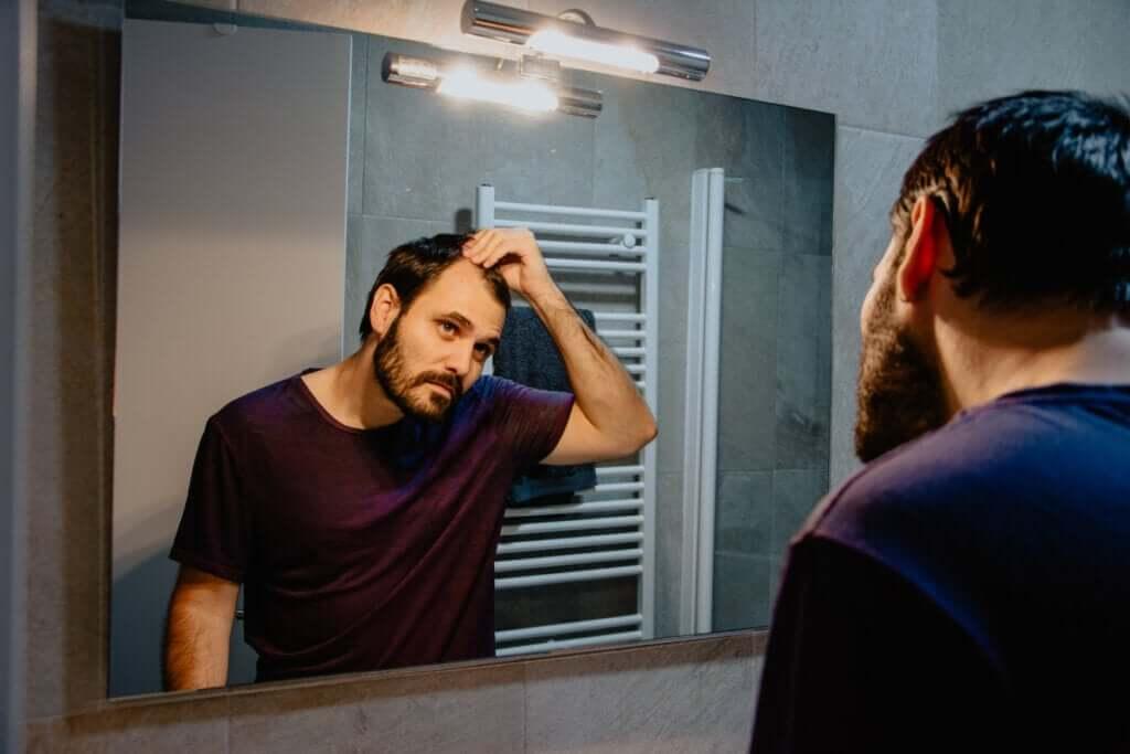 Falacrofobia ou medo da calvície: sintomas, causas e tratamentos