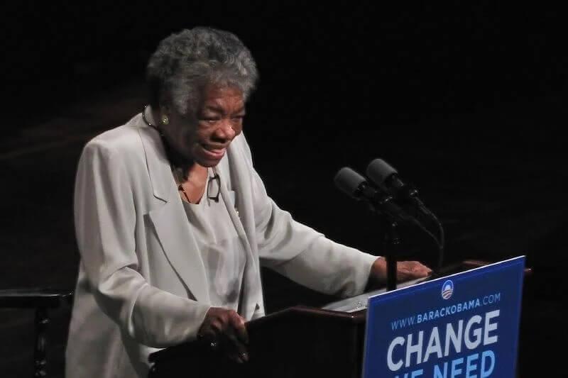 Maya Angelou dando palestra
