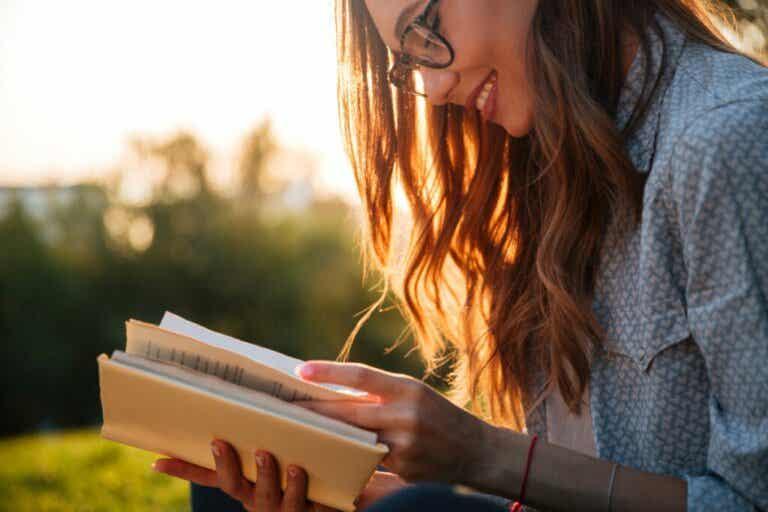 Qual é a ligação entre a plasticidade neuronal e a leitura?