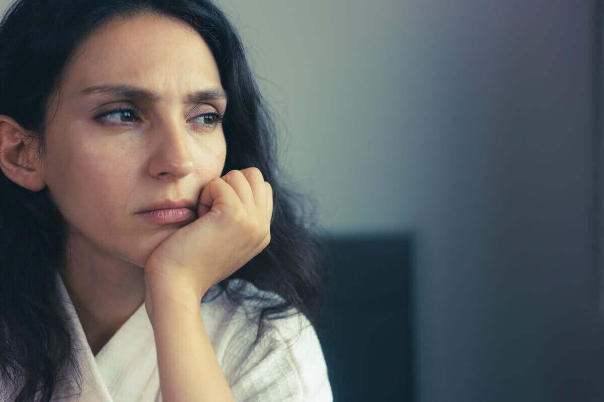 Mulher preocupada