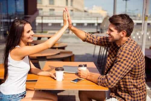 Homens e mulheres podem ser apenas amigos?