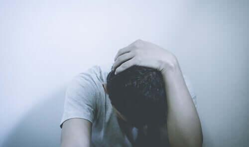 Homem angustiado