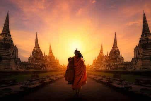 Os 7 caminhos para imitar um monge zen