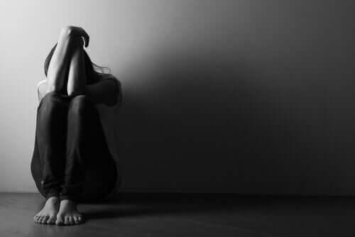 6 sinais de que uma pessoa pensa em suicídio