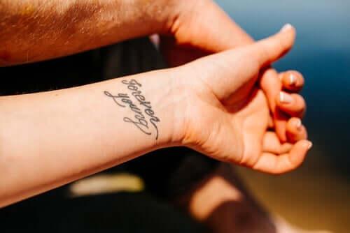 Estilos de tatuagem: compromisso/redação