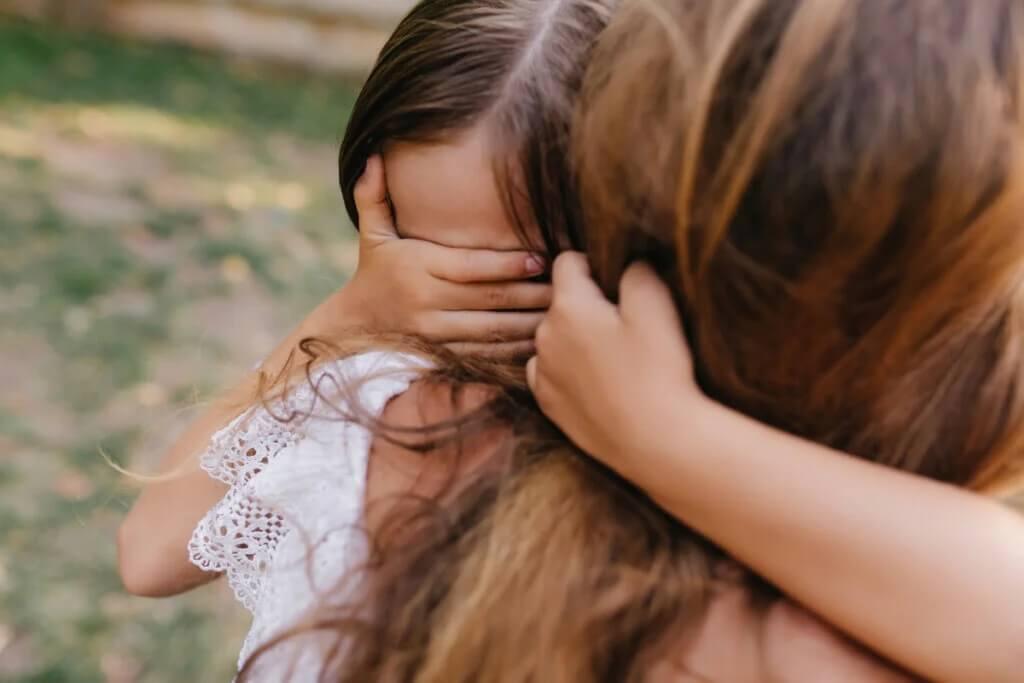 Como ajudar uma criança a superar um trauma