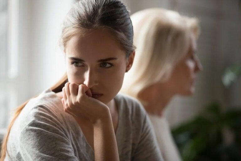 Pais que fazem gaslighting com seus filhos (desgaste emocional)