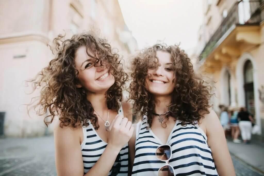 Meninas gêmeas