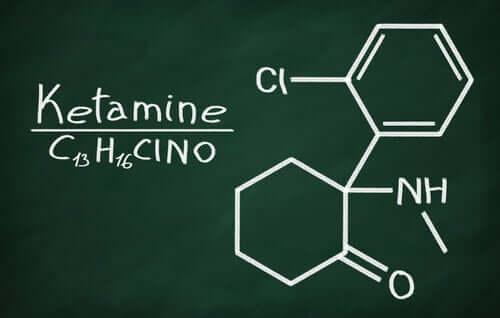 Fórmula química da ketamina
