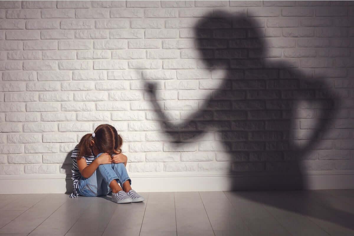 Mãe brigando com a filha