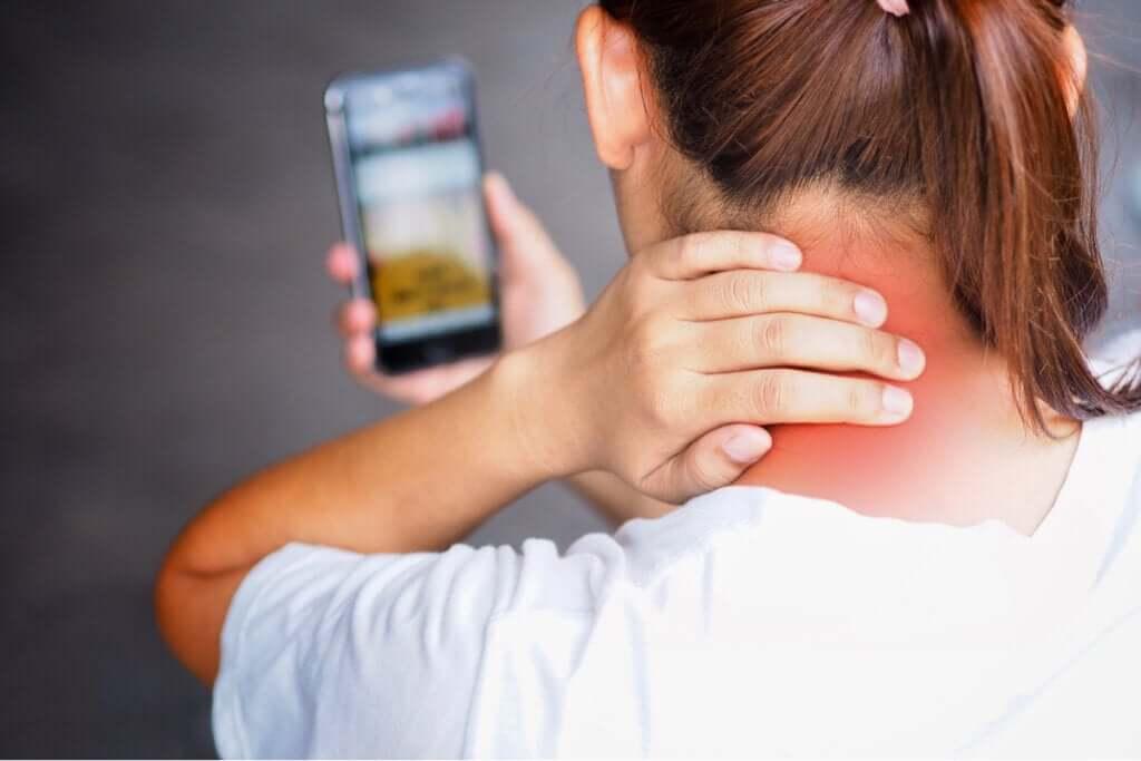Tech neck: por que acontece e como você pode evitá-lo?