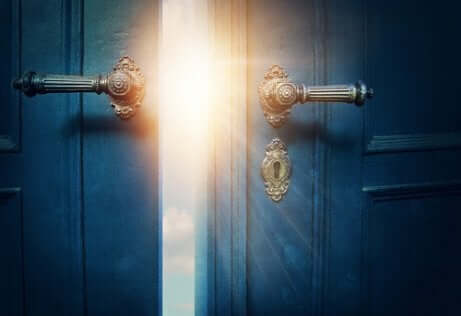 Porta entreaberta