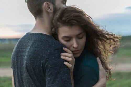 O contato físico pode combater o estresse e a tristeza