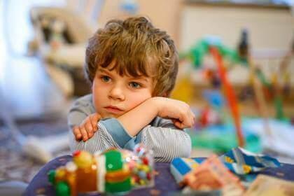 O que se esconde por trás de uma criança desanimada?