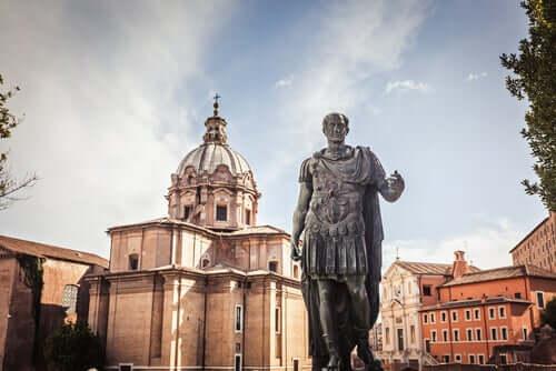 Estátua de Júlio César
