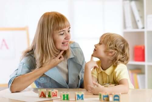 Dislalia: características, tipos e tratamento