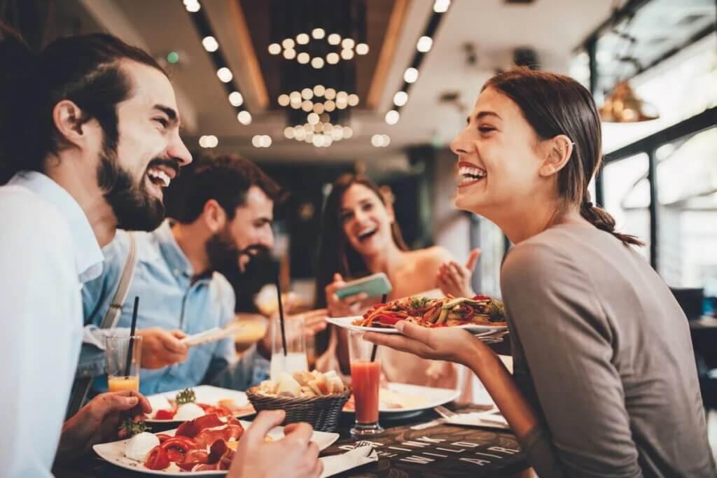 Como a música influencia as refeições?