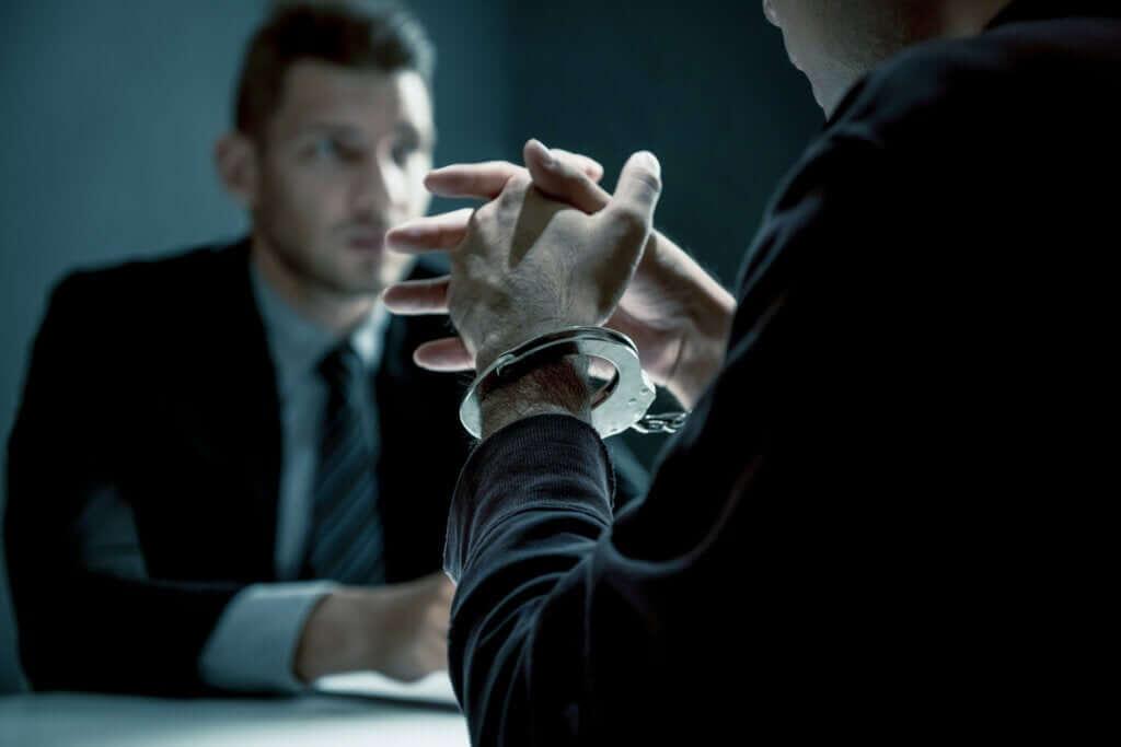 O que é a criminologia e quais são seus objetos de estudo?