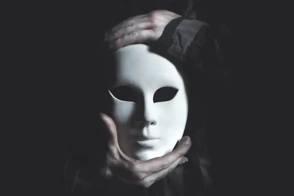 Usar máscara para se esconder