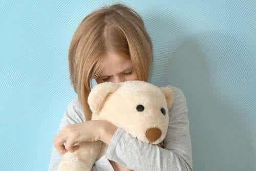 Mutismo seletivo: sintomas e tratamento