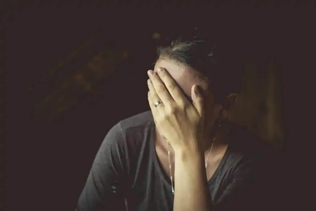 Mulher angustiada