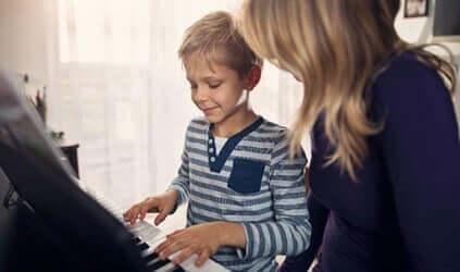 Benefícios da musicoterapia para crianças com autismo