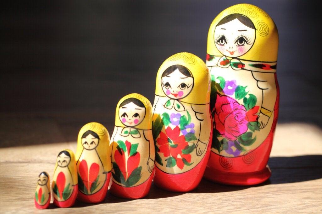 A metáfora das bonecas russas e o sentido do ego
