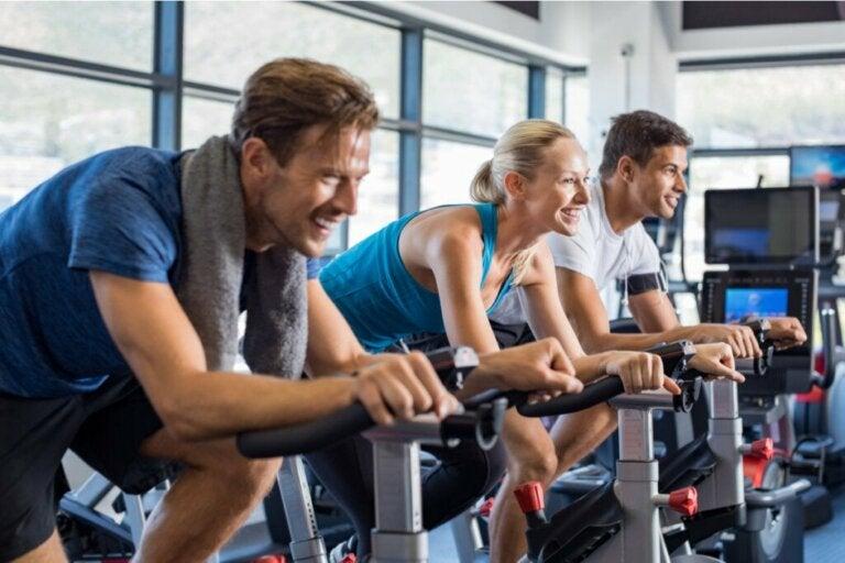 5 benefícios psicológicos do spinning