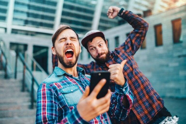 Efeito de desinibição online: somos mais corajosos na internet?