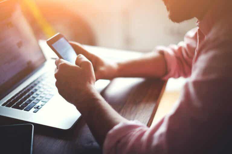 A multitarefa com mídias digitais pode alterar a memória, segundo um estudo