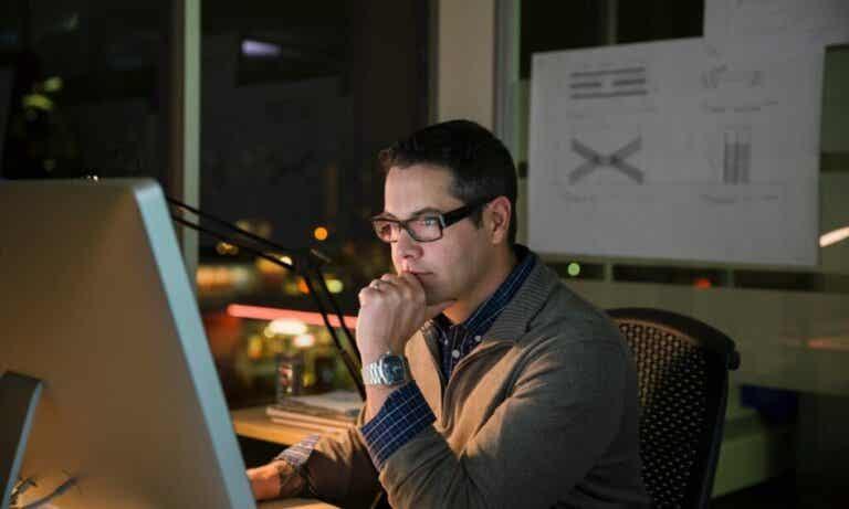 Segundo um estudo, 70% do consumo de pornografia ocorre no trabalho